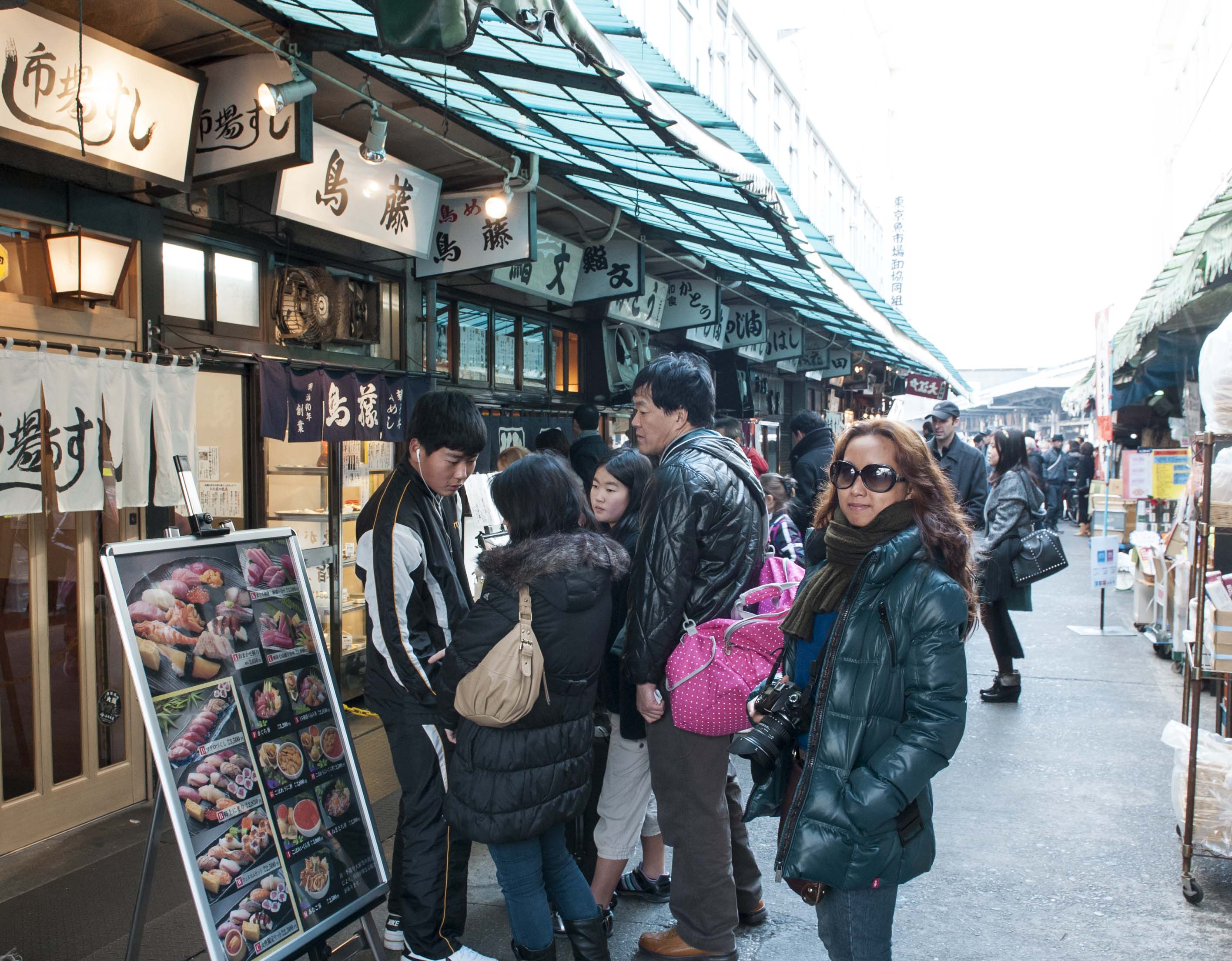 Fresh sushi restaurant nearby the fish market.